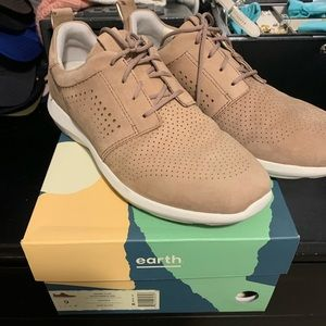 Earth brand desire flux tennis shoes blush size 9